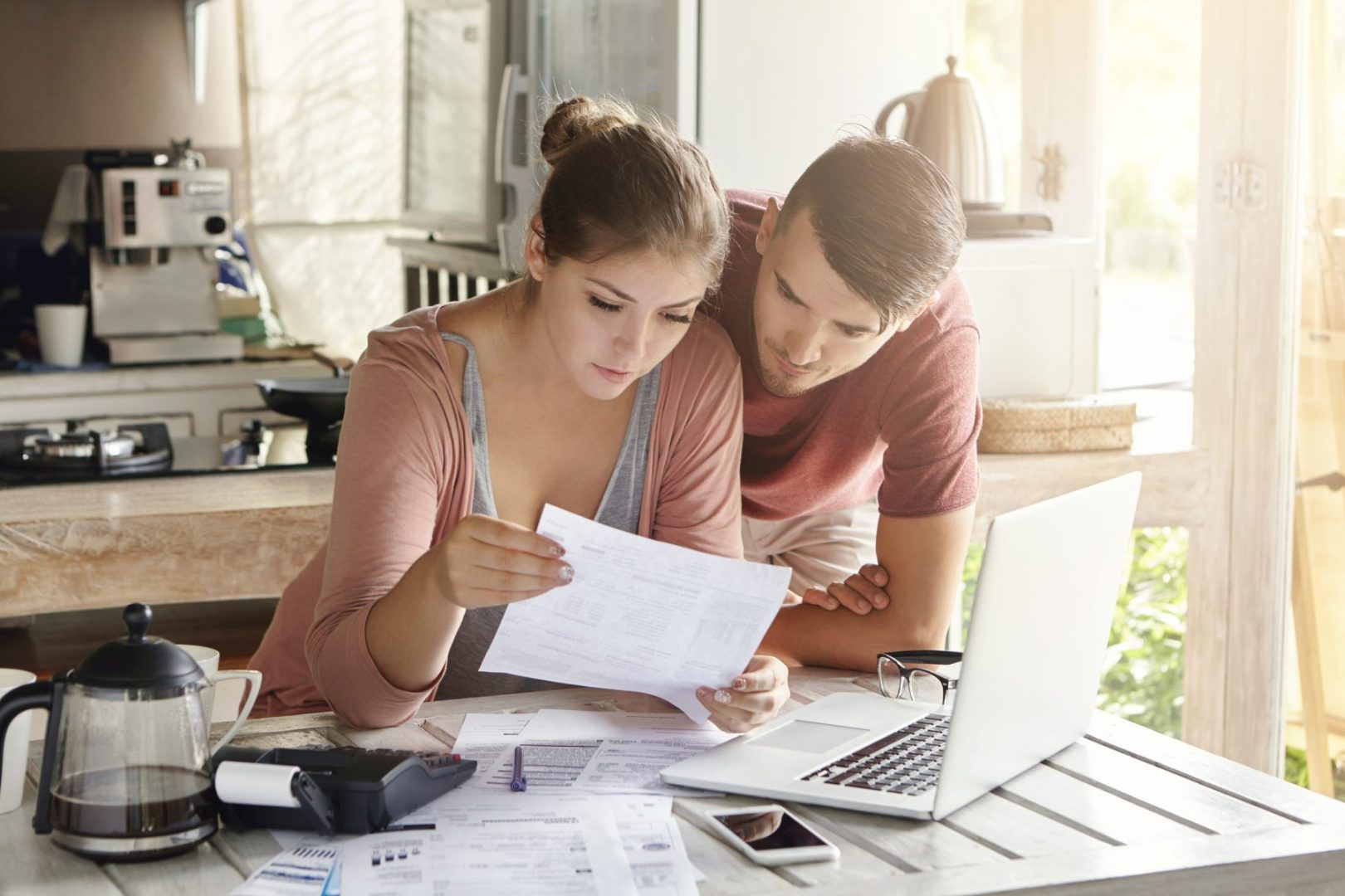 HOW TO BUDGET WHEN YOU ARE STRUGGLING  WITH DEBT.